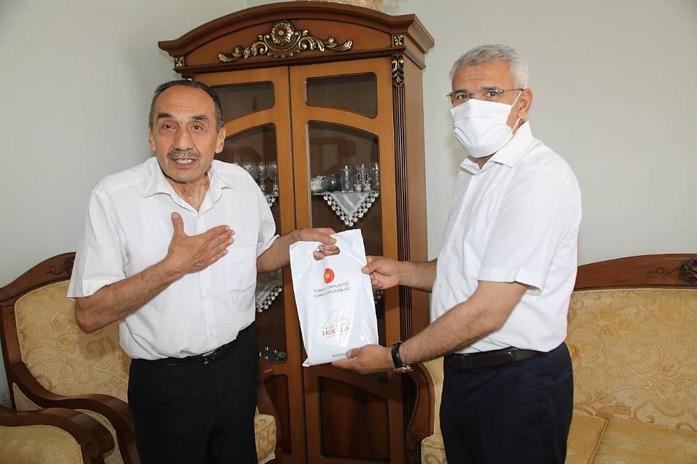 2020/06/cumhurbaskani-erdoganin-emanetini-guder-teslim-etti-20200629AW05-1.jpg