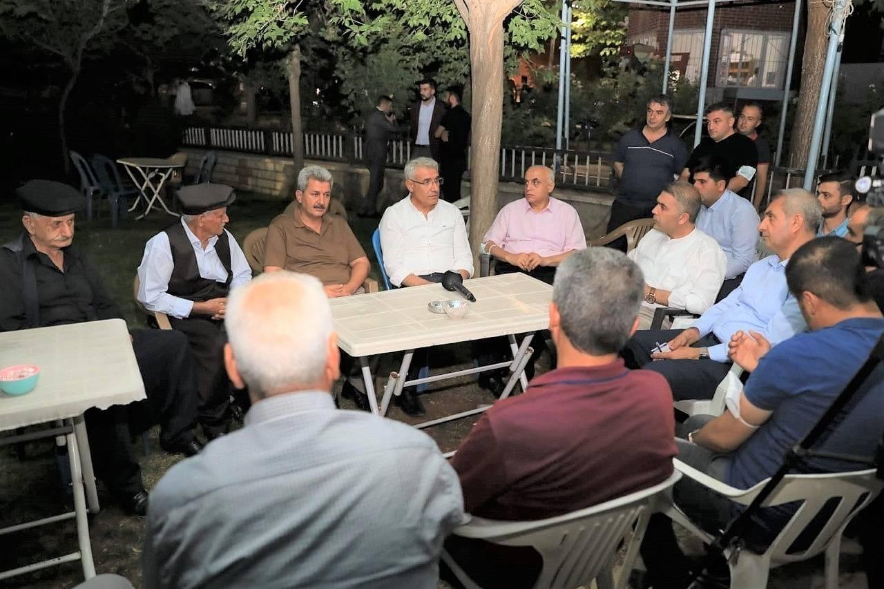 2021/08/battalgazide-osman-baskan-ile-mahalle-bulusmalari-devam-ediyor-20210803AW38-2.jpg