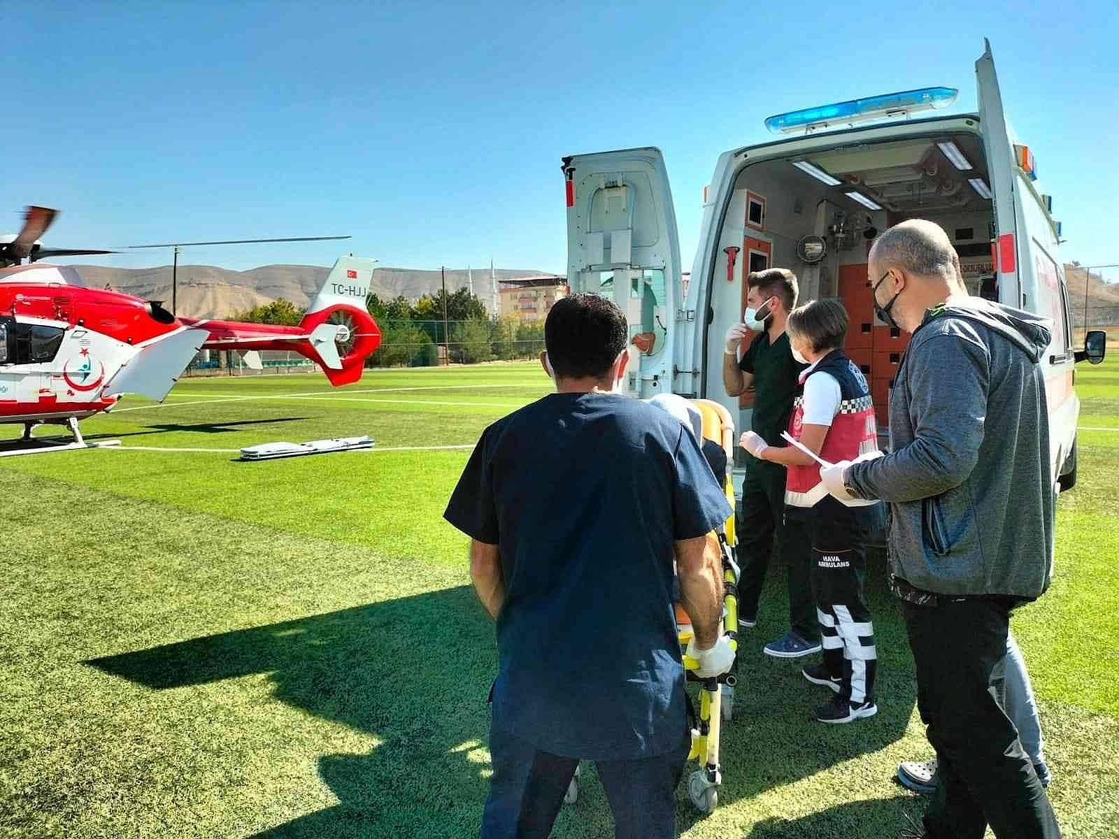2021/10/ambulans-helikopter-kalp-krizi-geciren-hasta-icin-havalandi-20211012AW43-1.jpg
