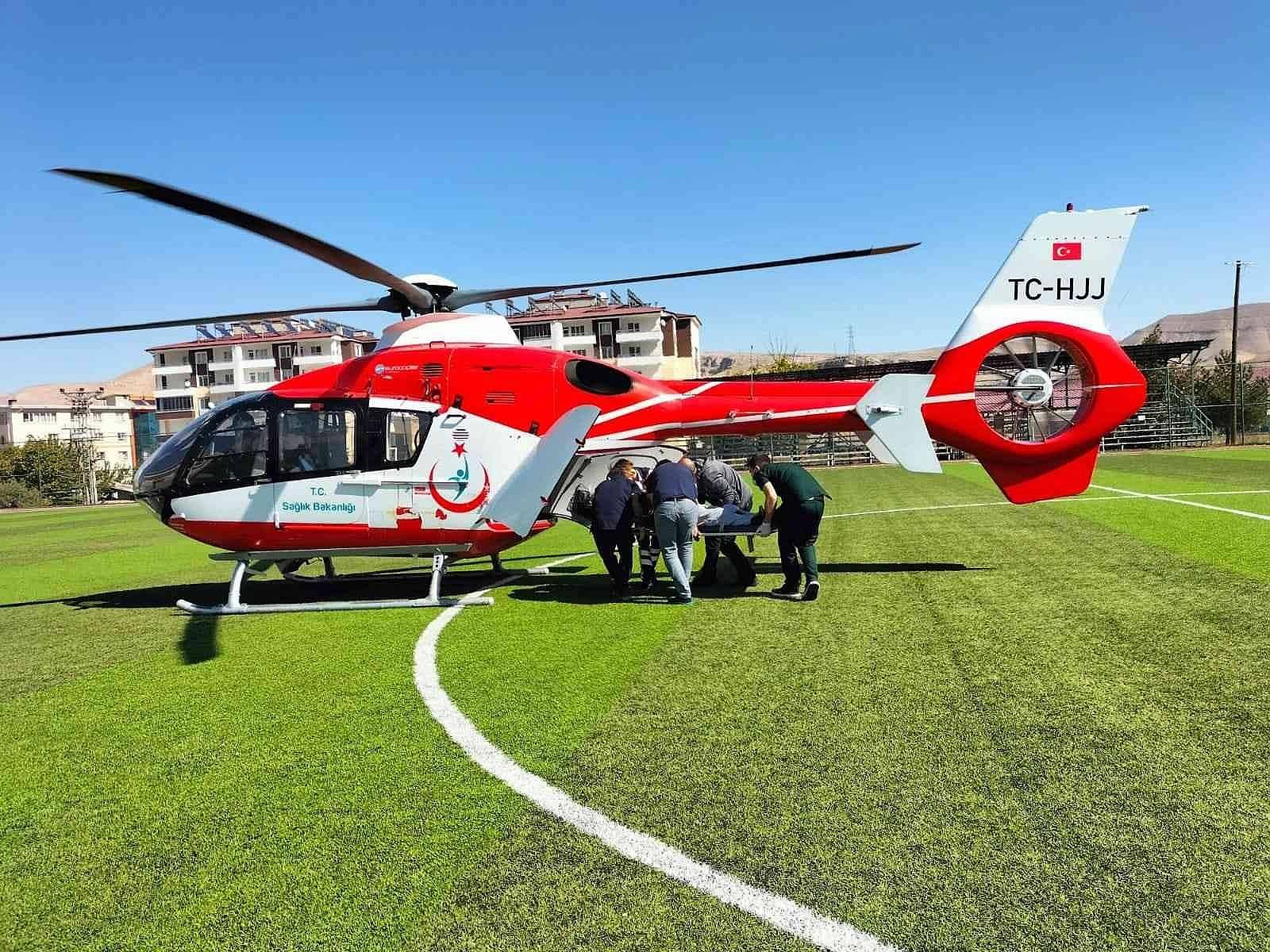 2021/10/ambulans-helikopter-kalp-krizi-geciren-hasta-icin-havalandi-20211012AW43-2.jpg