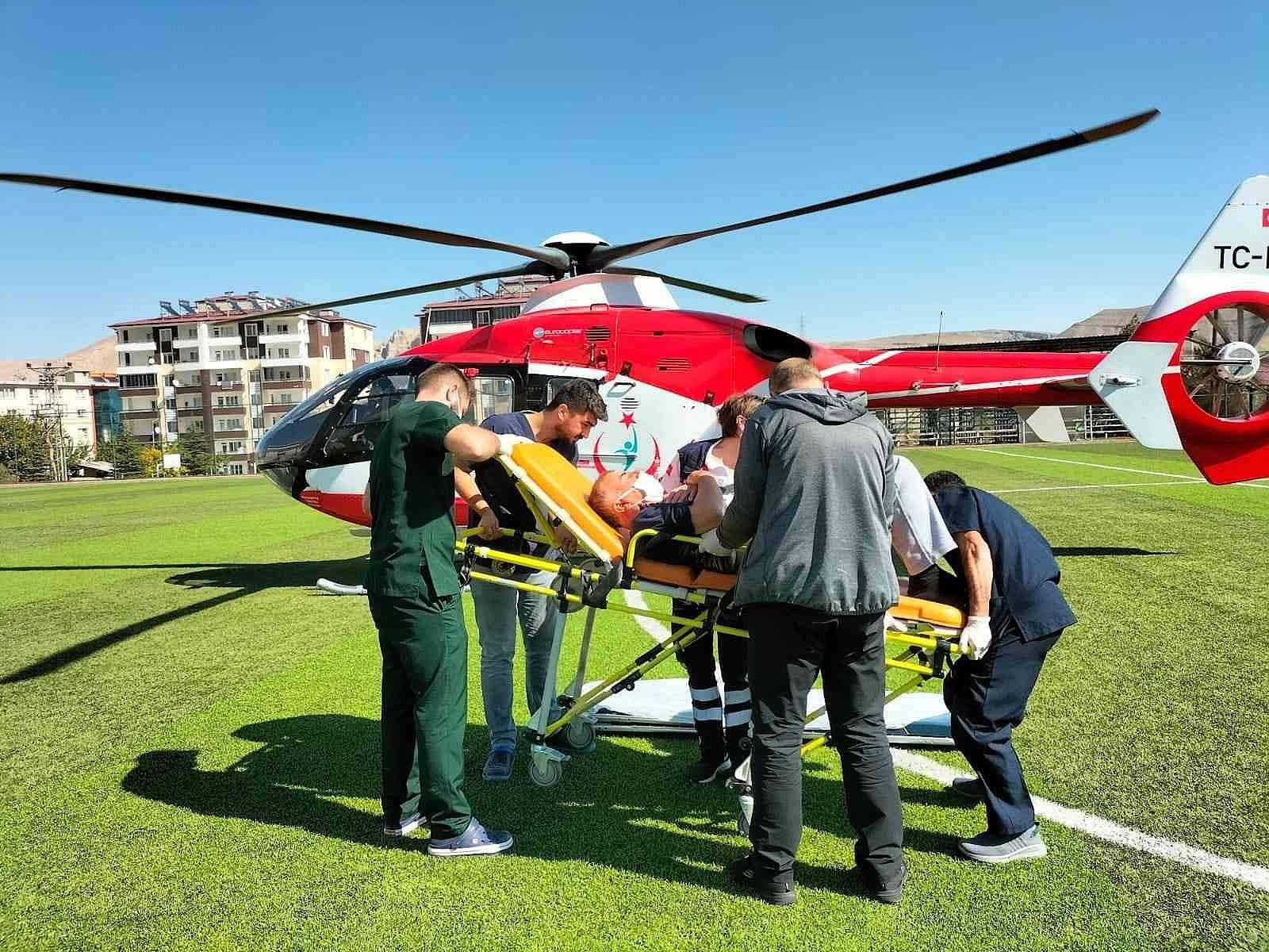 2021/10/ambulans-helikopter-kalp-krizi-geciren-hasta-icin-havalandi-20211012AW43-3.jpg