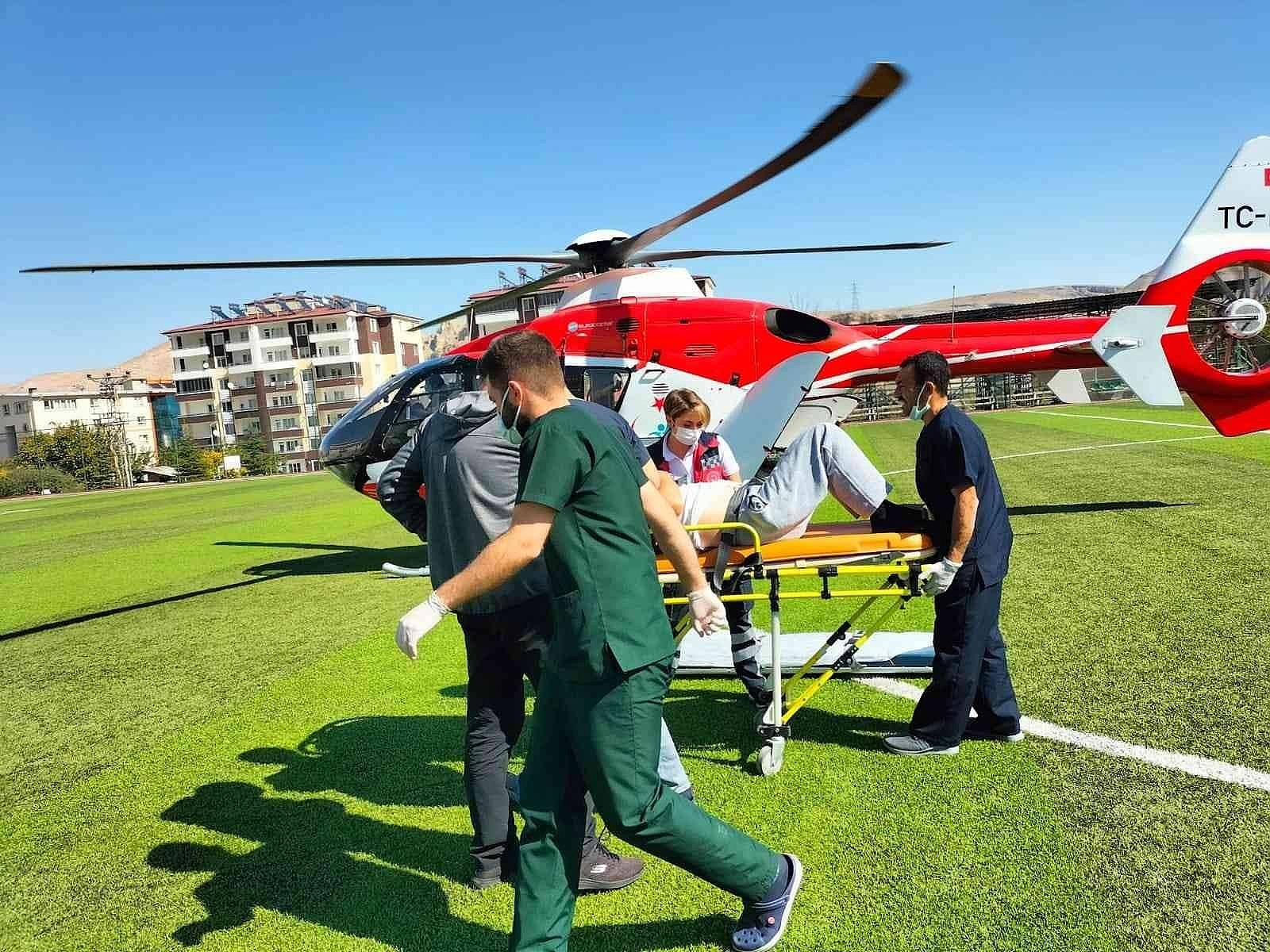 2021/10/ambulans-helikopter-kalp-krizi-geciren-hasta-icin-havalandi-20211012AW43-4.jpg