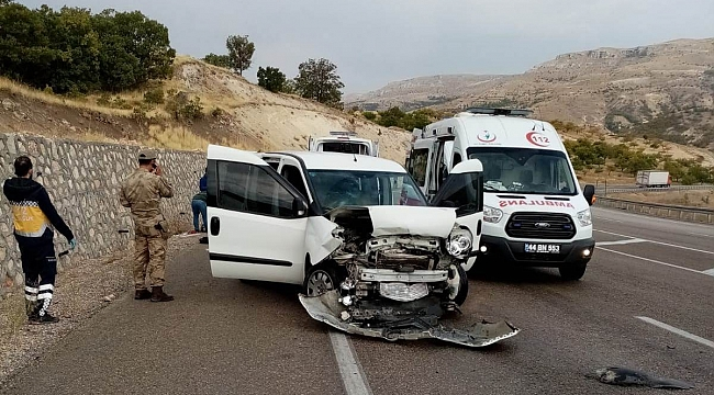 Akçadağ'da Kaza: 3'ü Asker 5 Yaralı