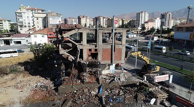 Çınar, Riskli Binaların Yıkımına Büyük Önem Veriyoruz