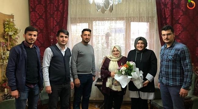 AK Gençlik Emekli Öğretmen Türker'i Unutmadı