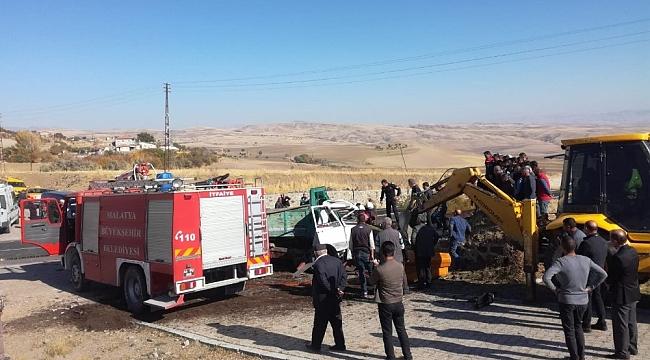 Arguvan'da Gübre Yüklü Kamyon Devrildi: 1 Ölü