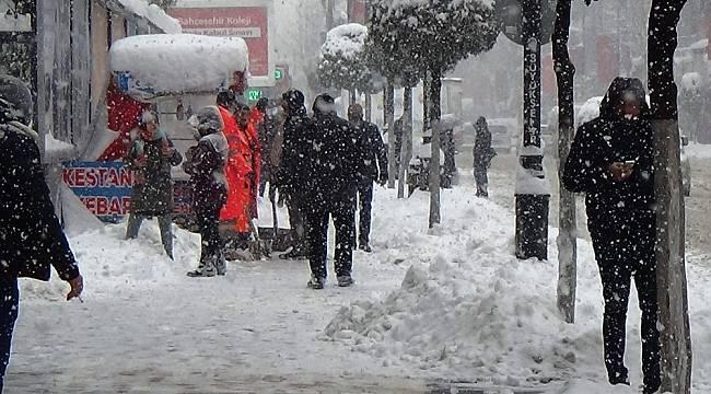 30 Santimi Aşan Kar Yağışı Hayatı Olumsuz Etkiliyor
