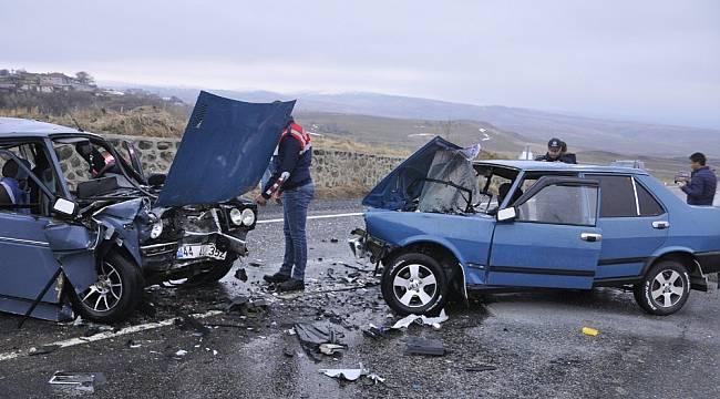 Arguvan'da İki Otomobil Kafa Kafaya Çarpıştı: 5 Yaralı