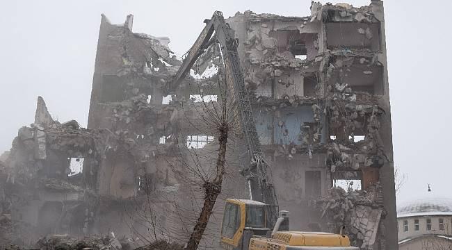 Deprem Öncesi Boşaltılan Binalar Yıkılıyor