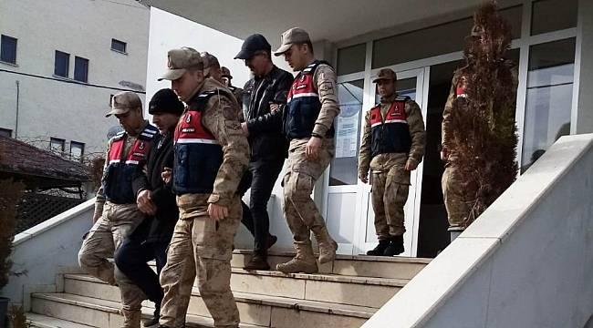 Jandarma Hırsızlık Yapan 2 Şüpheliyi Yakaladı