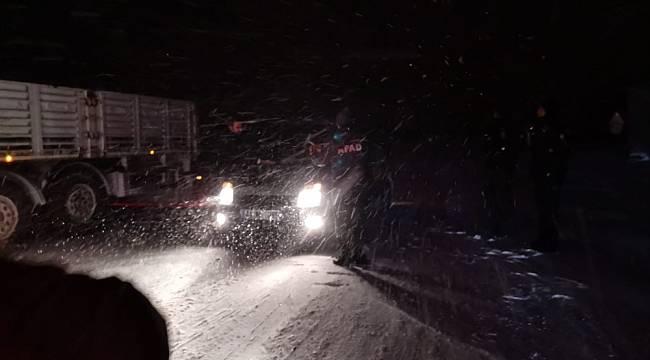 Kızılay Yolda Kalan Araç Sürücülerine Kumanya Dağıttı