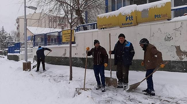 Kuluncak'ta Kar Mücadele Aralıksız Devam Ediyor