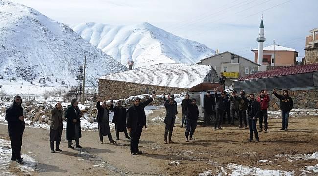 Baz İstasyonu Arızalandı Vatandaşlar Tepelere Çıktı