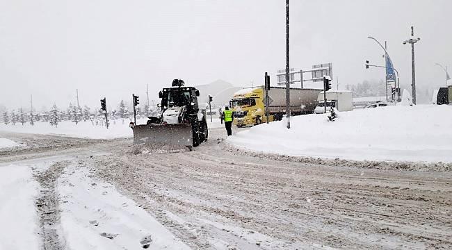 Yoğun Kar Yağışı Nedeniyle 506 Mahalle Yolu Kapandı