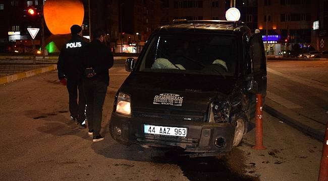 Adliye Kavşağında Trafik Kazası: 2 Yaralı