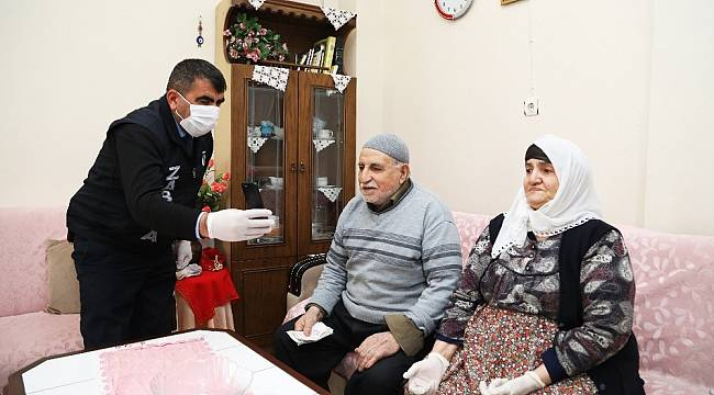 Malatyalı Yaşlı Çiften Duygulandıran Bağış