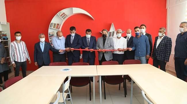 Şehit Hamit Fendoğlu Ortaokulu'na kütüphane açıldı