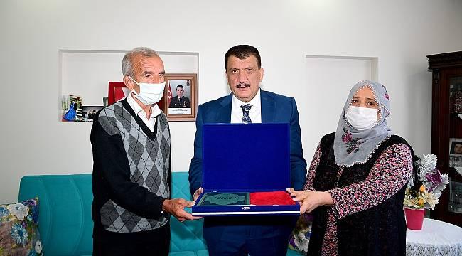 Başkan Gürkan'dan şehit ailelerine bayram ziyareti