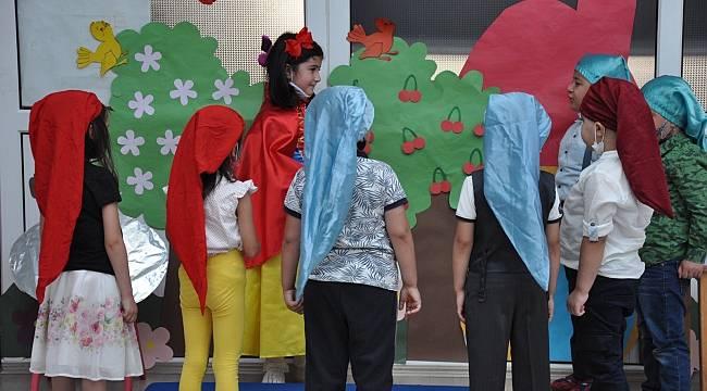 Miniklerden tiyatro gösterisi