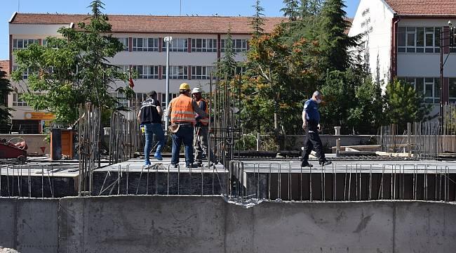 Okul inşaatından düşen işçi yaralandı