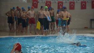 Yüzme bilmeyen çocuklara ve gençlere ücretsiz kurs