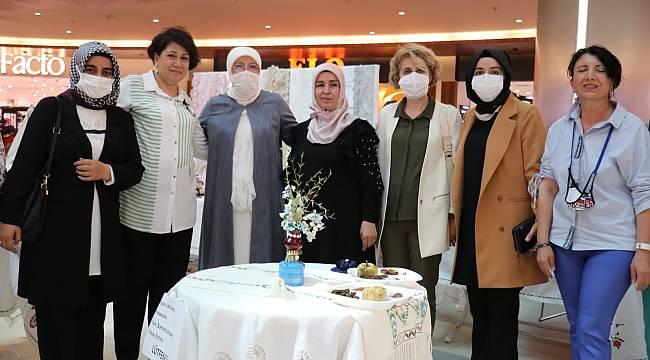 AVM'de üreten kadınlar sergisi