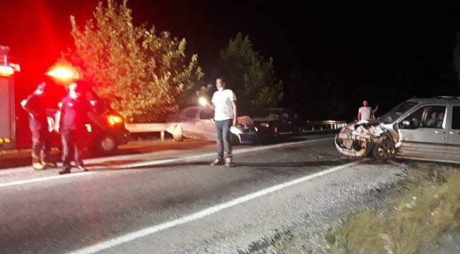 Malatya'da 3 aracın karıştığı kazada 2 kişi yaralandı